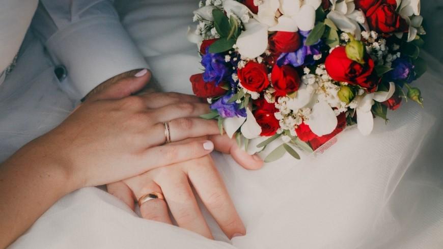 """Фото: Марина Дыкун (МТРК «Мир») """"«Мир 24»"""":http://mir24.tv/, семья, свадьба, кольца, загс, молодожены, свадебный букет, любовь, жених, невеста, брак, бракосочетание"""
