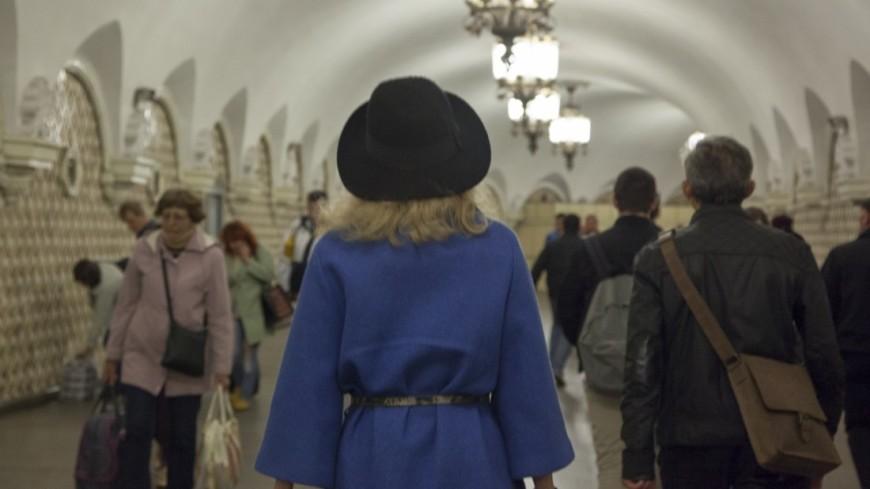 Московский метрополитен,,метро, метрополитен, переход, люди, толпа, девушка, шляпа,