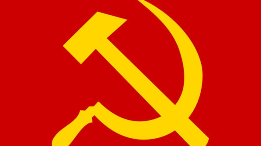 Back to USSR: в Сургуте школьникам выдали дневники с серпом и молотом на гербе
