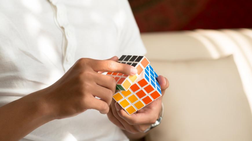 Отражение кубика Рубика удивило соцсети, разгадка – еще больше