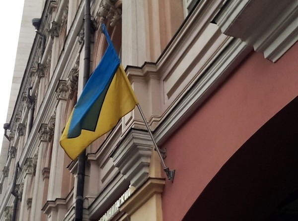 На Украине открылись избирательные участки на выборах президента