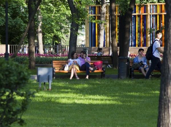 В Москве решили убрать заборы вокруг газонов