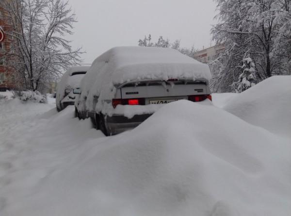 Снег парализовал движение на дорогах Казахстана