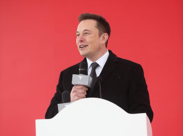 Илон Маск снова заговорил по-русски в Twitter
