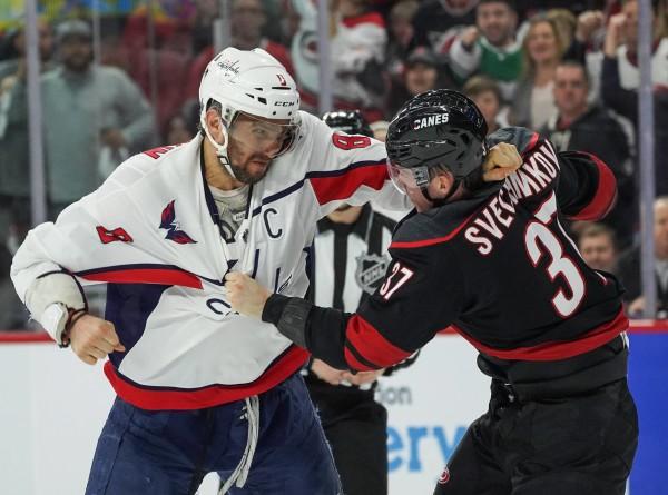 Хоккеисты Овечкин и Свечников примирились после драки