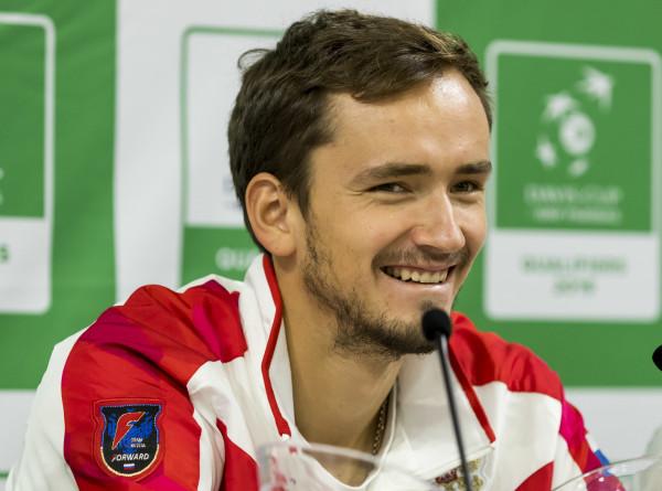 Спортдайджест: Даниил Медведев сенсационно обыграл Новака Джоковича