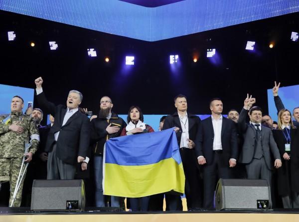Дебаты в «Олимпийском»: Зеленский и Порошенко выступили перед народом