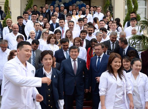 Президент Кыргызстана открыл современную клинику в Оше