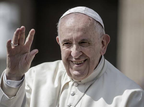 Папа римский в Пасху призвал верующих «не хоронить надежду»