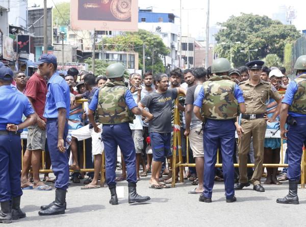 Серия взрывов в отелях и церквях на Шри-Ланке: уже 160 жертв и 400 раненых