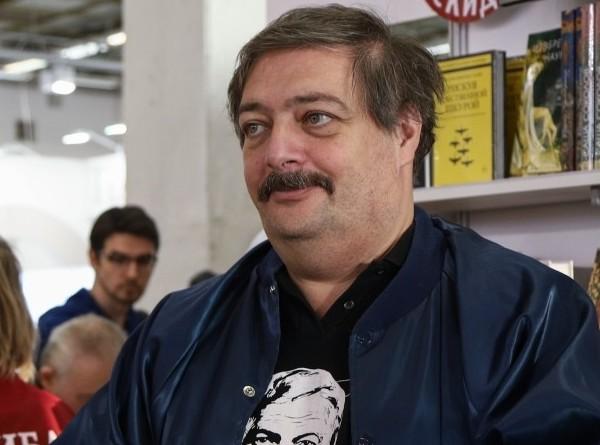 Жена Дмитрия Быкова рассказала о состоянии писателя