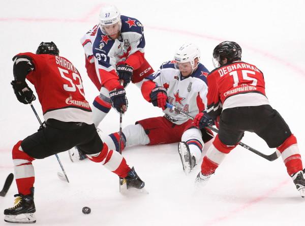 Медведев посетил решающий матч финальной серии КХЛ