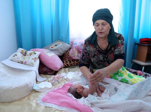 Почему казахи 40 дней не показывают посторонним новорожденного