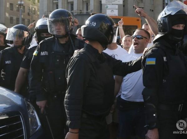 «Олимпийский» в Киеве перед дебатами охраняют 10 тысяч полицейских
