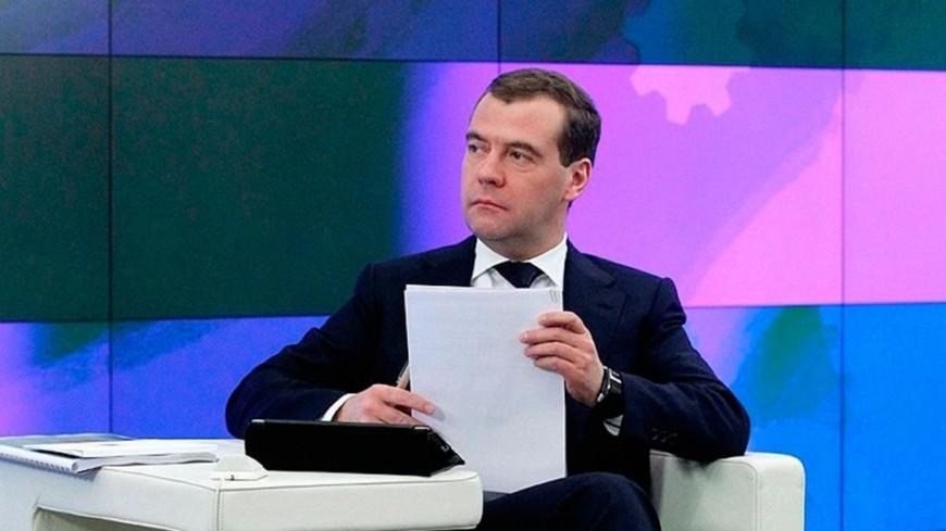 Медведев подписал перечень поручений по нацпроектам
