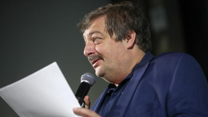 Медики рассказали о состоянии писателя Дмитрия Быкова