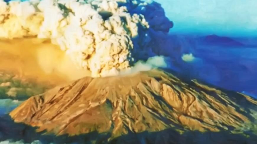 Вулкан Шивелуч выбросил столб пепла на высоту 10 километров