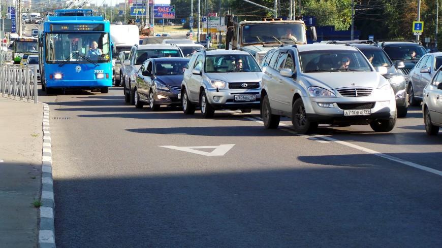 Власти Москвы напомнили водителям об изменении режима работы «выделенок»
