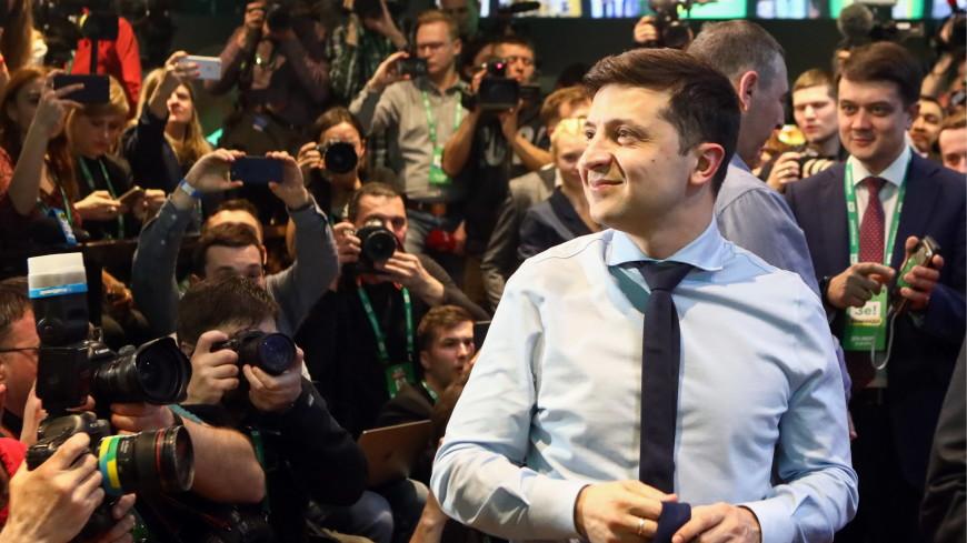 Жив: Зеленского в новом видео «обсыпали» белым порошком