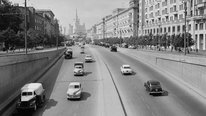 Бежит Садовое кольцо: 55 лет назад вышел на экраны фильм «Я шагаю по Москве»