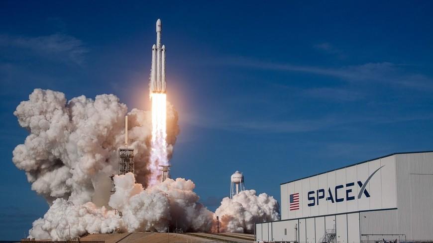 Первая ступень Falcon Heavy при посадке рухнула в море