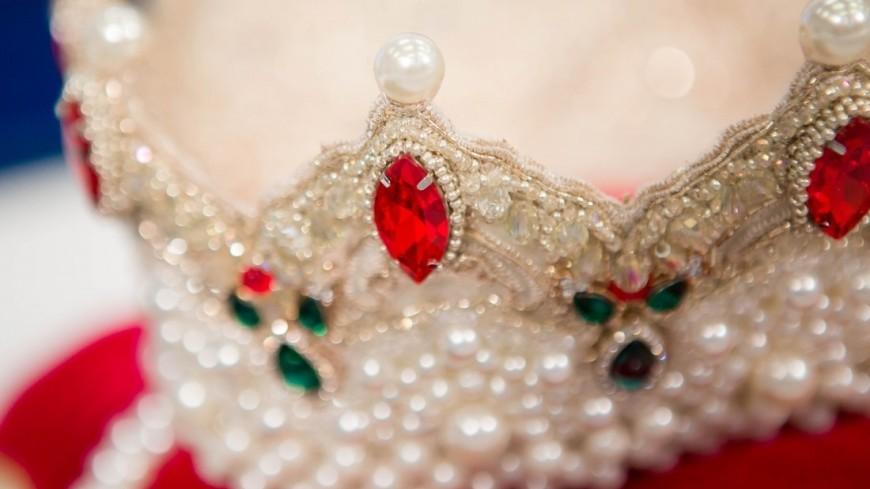 """Фото: Алан Кациев (МТРК «Мир») """"«Мир 24»"""":http://mir24.tv/, драгоценности, корона, король, украшения"""