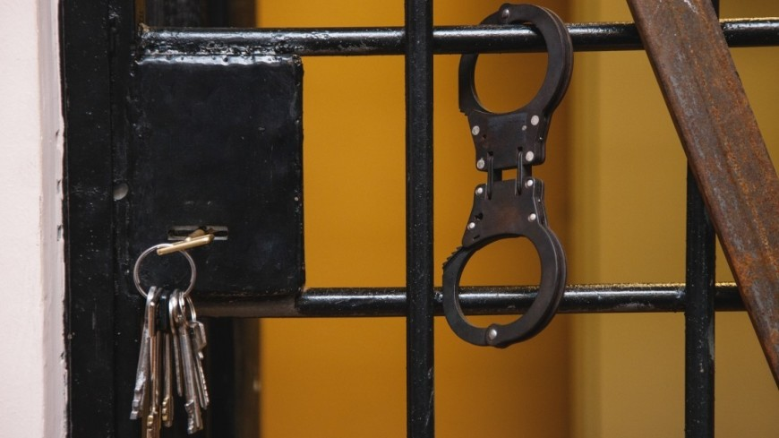 В тюрьме,тюрьма, арест, преступник, наручники, ,тюрьма, арест, преступник, наручники,