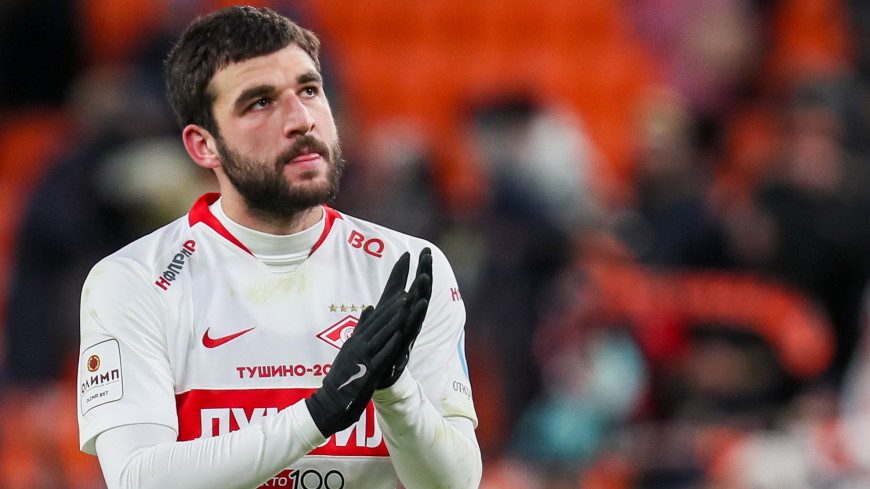 Спортдайджест: капитан «Спартака» на спор забил с крыши стадиона