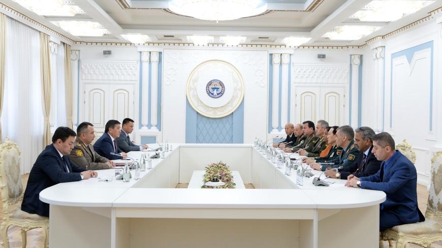 Президент Кыргызстана встретился с министрами обороны ШОС