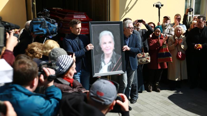 «Ушла наша красавица»: коллеги и поклонники простились с Элиной Быстрицкой