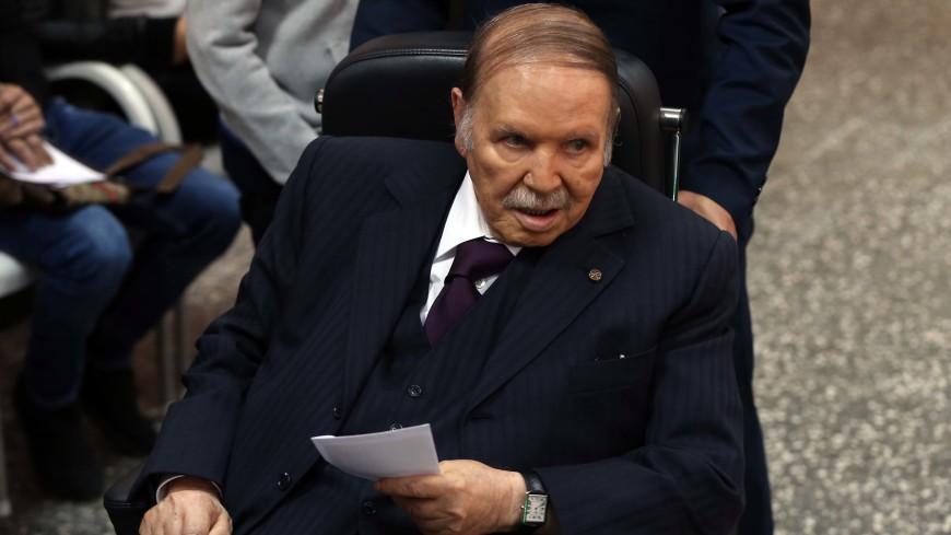 Президент Алжира Абдель Азиз Бутефлика подал в отставку