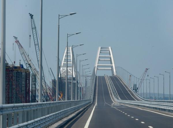 Движение поездов по Крымскому мосту откроют до конца года