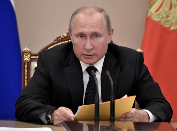 Путин поручил подготовить симметричный ответ на ракетные испытания США