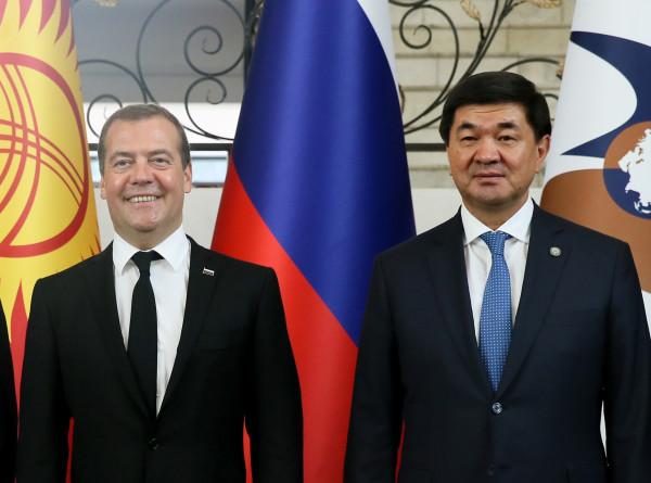 Медведев и Абылгазиев провели встречу в «Юрте» в Чолпон-Ате