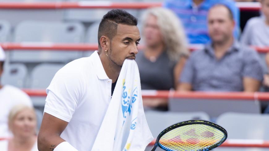 Австралийский теннисист Кирьос закатил скандал из-за полотенца