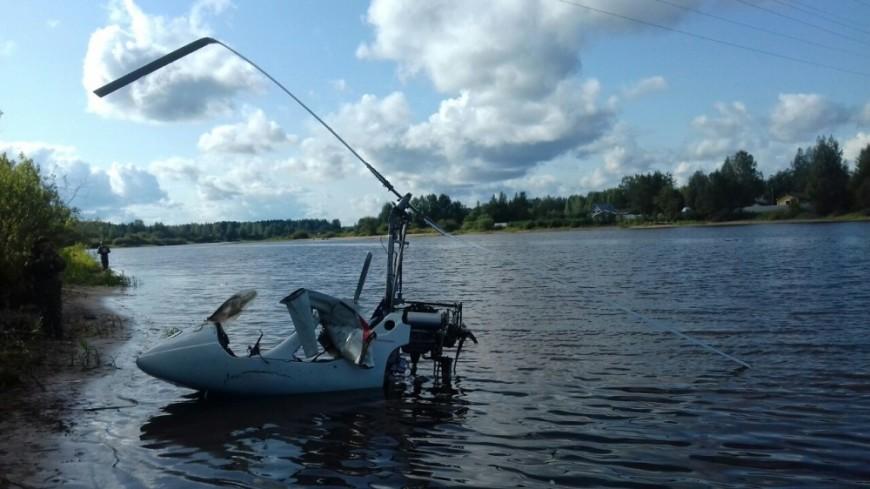 Вертолет, потерпевший крушение под Вологдой, извлекли из воды
