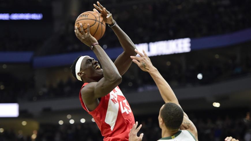 Спортдайджест: звезда баскетбола Паскаль Сиакам сыграл с детворой в родном Камеруне