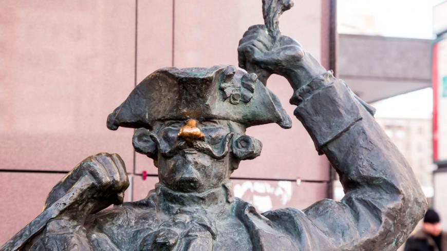 """Фото: Дмитрий Белицкий (МТРК «Мир») """"«Мир 24»"""":http://mir24.tv/, памятник мюнхгаузену, памятник, памятники, забавные памятники, барон мюнхгаузен"""