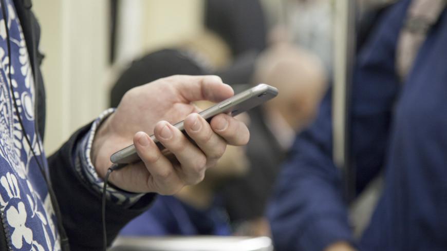 Московский метрополитен,,метро, метрополитен, телефон, сотовый, мобильный, люди,