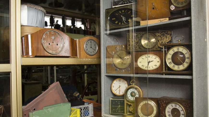 Немецкий коллекционер подарил ангарскому музею 176 советских часов