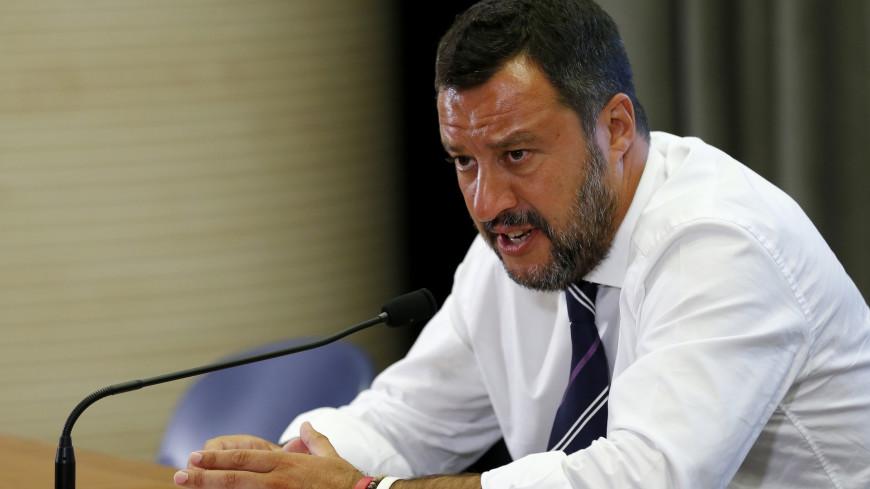 «Поселите их в Голливуде»: глава МВД Италии раскритиковал Ричарда Гира за помощь мигрантам