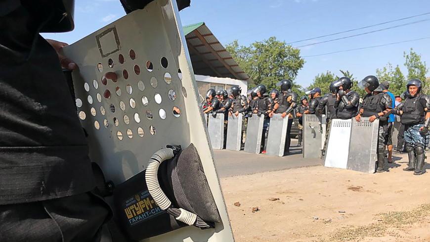 При столкновениях сторонников Атамбаева и силовиков ранения получили почти 100 человек