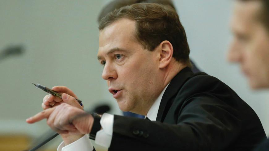 Медведев поручил наказать виновных в срыве сроков нацпроектов