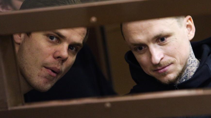Кокорин и Мамаев в тюрьме встают в шесть и упаковывают одноразовые костюмы