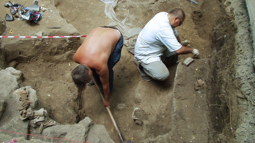 Археологи обнаружили в Сибири древний могильник с ножами и бусами