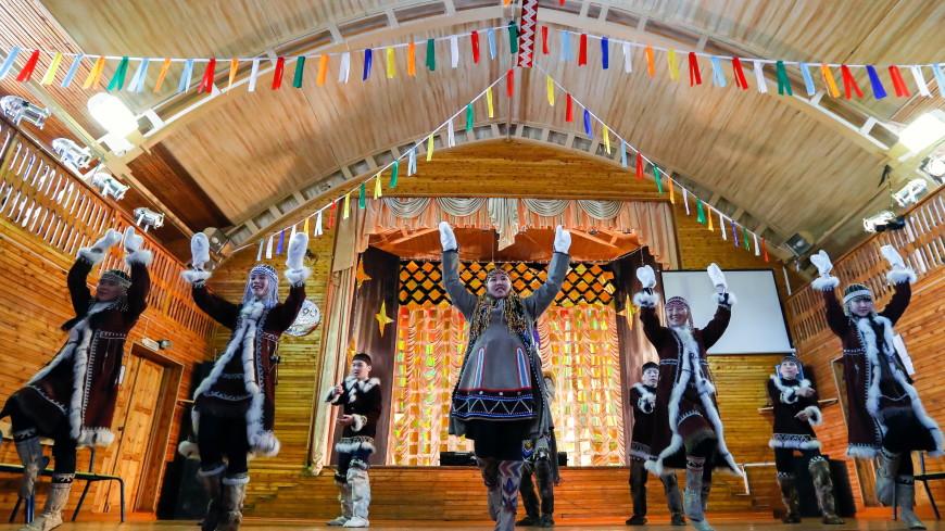 Коренные народы Якутии устроили шествие в национальных костюмах