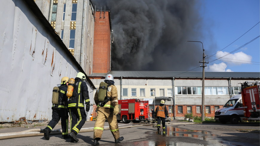 Ранг пожара на свечном заводе в Петербурге повысили до пятого номера