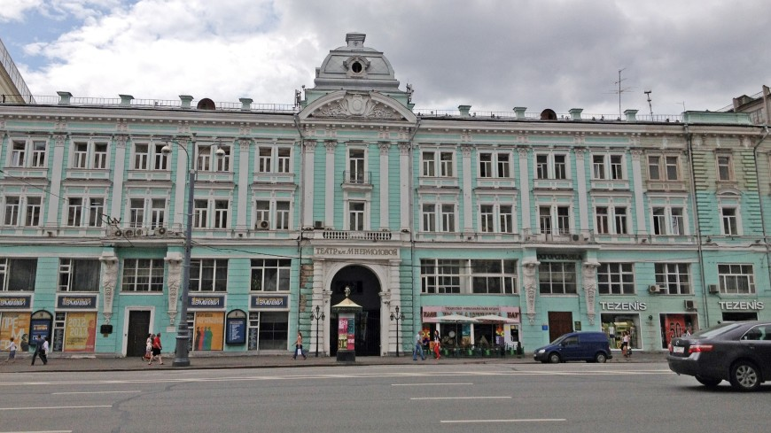 В Москве начали реставрировать атлантов на здании театра им. Ермоловой