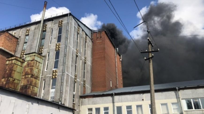 Пожар на складе свечей в Петербурге: пострадали двое, к тушению привлекли вертолет