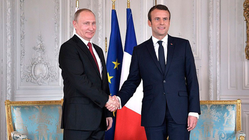 Путин и Макрон встретились в старинном форте Брегансон